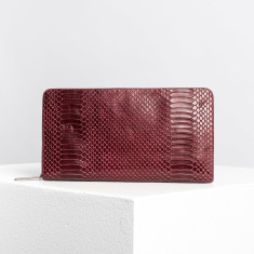 The dion wallet in burgundy
