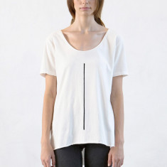 Women's low crew neck tee with line in natural