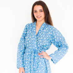 Short kimono robe in French blue swallows print