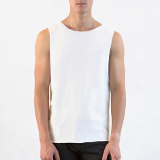 Men's muscle tee in natural