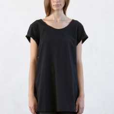 Women's raw rolled sleeve long tee in black
