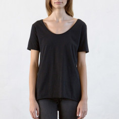 Women's low crew neck tee in black