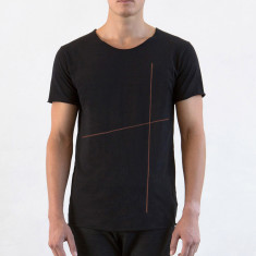 Men's long raw tee with plus in black