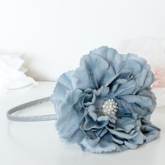 Peony hairband in dark grey