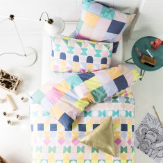 Domino pink quilt cover set