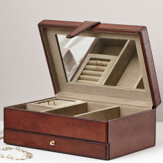 Classic leather jewellery box