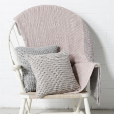 Mora throw pale pink