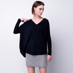 Batwing loose fit cashmere pullover in black