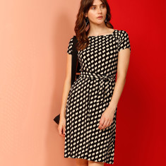 In Scope Arch Cap Sleeve Shift Dress