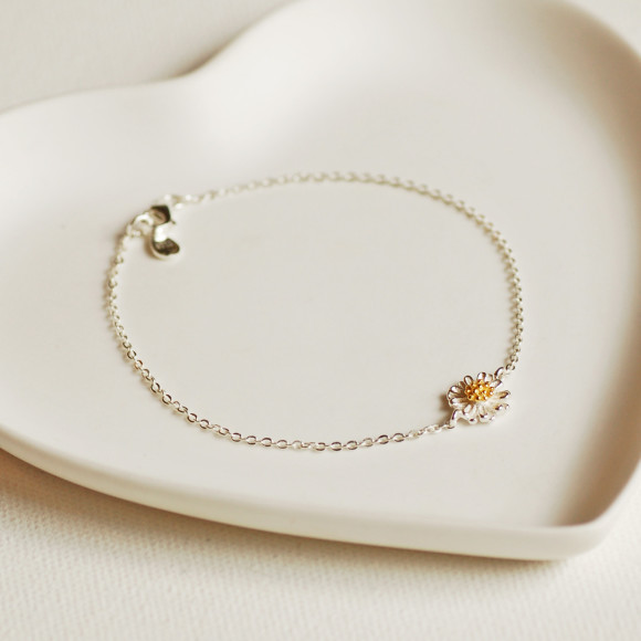 4cf3768b9bff61 Delicate Sterling Silver Daisy Charm Bracelet