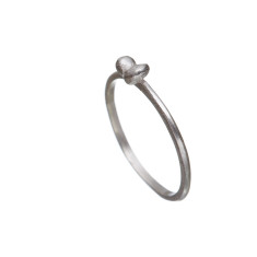Delicate sterling silver ring with cute bow feature