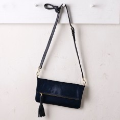 Carolina clutch in navy calfhair