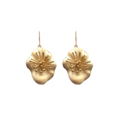 Flower earrings in gold 3D