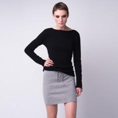 Cashmere V-back pullover in black