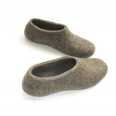 Women's felt slippers in natural brown & grey