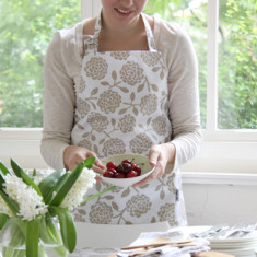 Oilcloth adults apron - hydrangea oatmeal