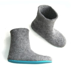 Handmade women's felt boots in grey marle