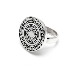 Ornate patterned round disc ring