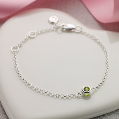 August birthstone bracelet in peridot
