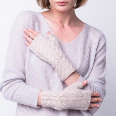 Cable knit typing buddy mittens in beige