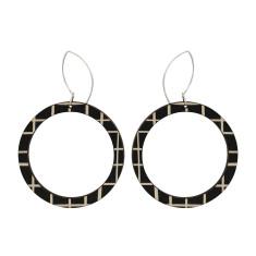 Hoop earrings with lines
