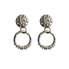 Bumpy round studs in silver
