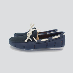 Splash boat shoe in dark blue with white laces