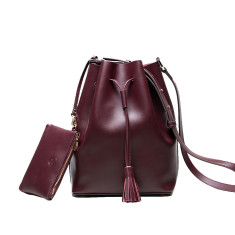 Leather bucket bag in wine