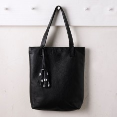 Chloe tote in black