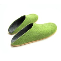 Women's wool clogs in fresh green