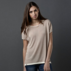 Reversible tee in sand & biscuit