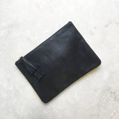 Masai mara clutch in metallic black