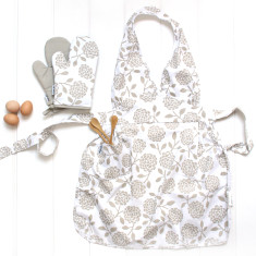 Apron and Oven mitt set in Hydrangea Oatmeal