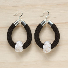 Safari earrings in black with soft white