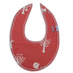 Dribble bib in field friends coral