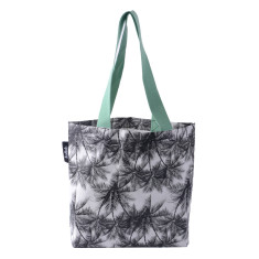 Tote in palm