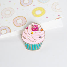 Cupcake brooch pin