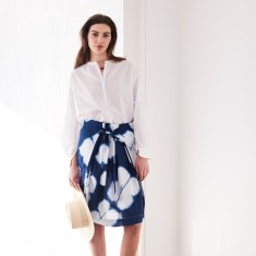 Wrap skirt in blue dot