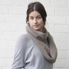 Chunky infinity loop scarf
