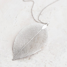 Caitlan personalised leaf pendant