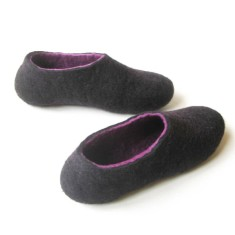 Women's felted slippers in purple star