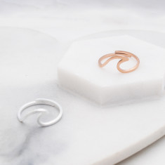 Wave ring in rose gold or silver