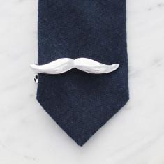 Moustache tie bar in silver