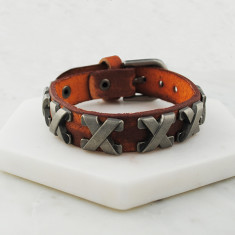Cross bracelet in light brown leather and steel