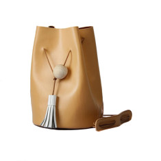 Leather bucket bag in tan