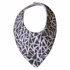 Grey triangle dribble bib