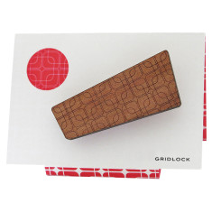 Gridlock retro patterned wooden brooch