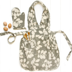 Organic Apron and Oven mitt set in Succulent Feather Grey