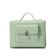 Chic leather shoulder bag in green