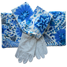 Gardeners kneeling pad & gloves in Blueberry Boho